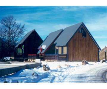 Chalet de loisir en bois sur mesure fabriqué en France par CIHB. Certifié PEFC et CTB-B+