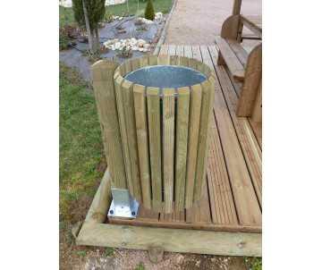 Corbeille en bois 50 litres avec sceau amovible fabriquée en France par CIHB, avec poteau et sabot de fixation
