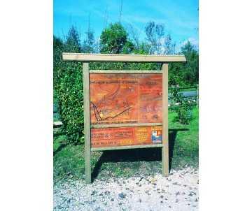 Panneau d'accueil extérieur en bois par CIHB