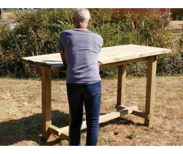 Table haute-mange debout extérieur en bois par CIHB