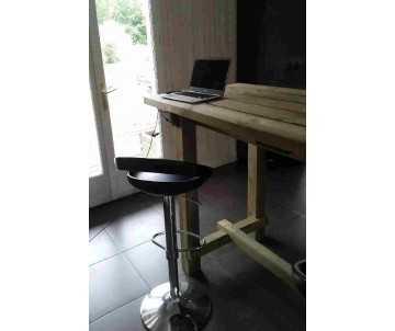 Table haute intérieure-mange debout en bois fabriquée en France par CIHB