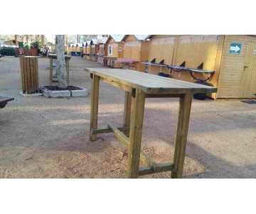 Table mange debout XXL en situation pour jardin, fabriquée par CIHB