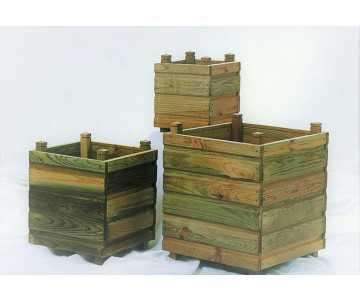 Jardinière en bois carrée fabriquée en France par CIHB- 3 dimensions possibles, panachage possible.