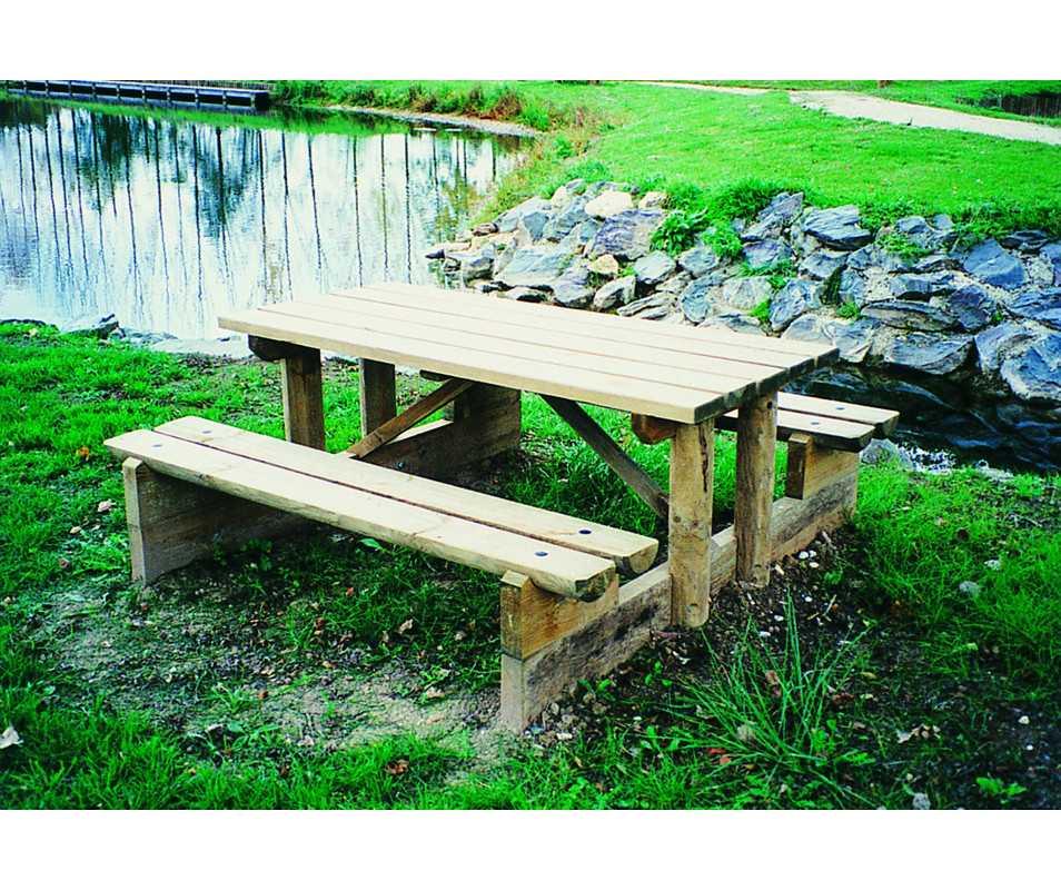 table de pique-nique en bois forestière, fabriquée en France