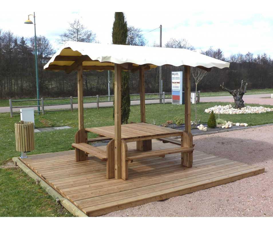 table extérieure en bois avec bâche, fabriquée en France par CIHB