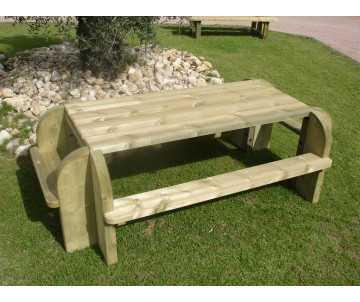 table extérieure en bois de pique nique, fabriquée en France par CIHB